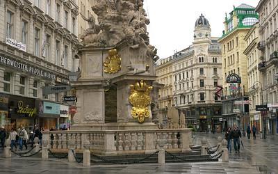 Pestsaule Statue, Graben Square