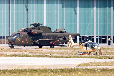 A CH-53GS (84+85, cnV65-083) from MTHR15, being overhauled at Donauwörth (EDPR).