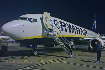 "Our flight ""FR3223"" with Ryanair B737-800 (EI-EMH; cn34974/3262) from Charleroi (EBCI) has arrived at Manchester (EGCC). [shot with Samsung S4]"