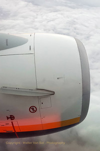 """View on the left engine of our B737-800, during our flight """"FR3223"""" to Manchester. [shot with Samsung S4]"""
