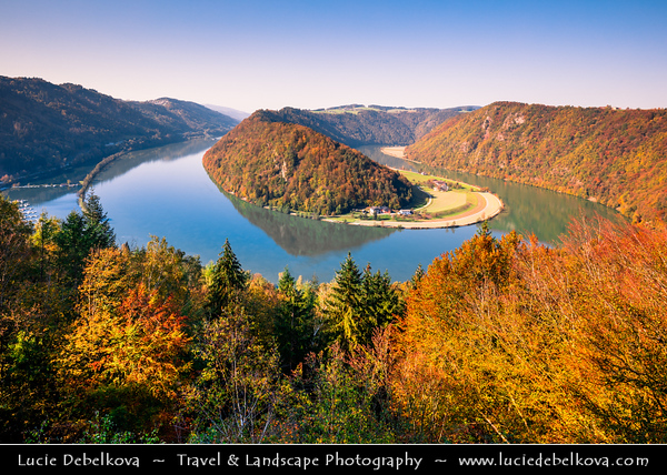 Europe - Austria - Österreich - Upper Austria - Danube Valley - Danube Loop - Donauschlinge - Schlögener Schlinge - Complete 180-degree river bend creating meander - Natural Wonder of Austria & Geographical rarity on river's 1,700-mile journey from Black Forest to Black Sea