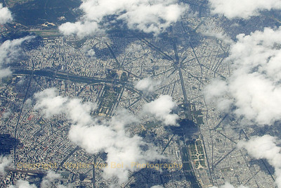 BrusselsAirlines_B-737_OO-VEN_SN3703_overflying-Paris_20080811_IMG_3906_WVB_1200pix