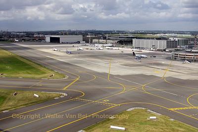 EBBR_BrusselsAirlines_B-737_OO-VEN_SN3703_RWY20_departure_20080811_IMG_3896_WVB_1200px_edit2