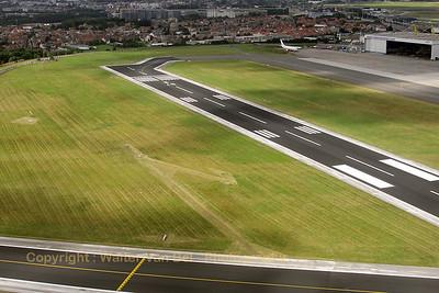 EBBR_BrusselsAirlines_B-737_OO-VEN_SN3703_RWY20_departure_20080811_IMG_3898_WVB_1200pix