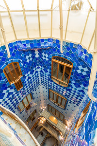 Casa Batlló: the stairway is tiled in varying shades to provide even illumination throughout all the floors.
