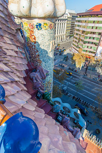 Casa Batlló: the roof is like giant scales on some huge serpent.