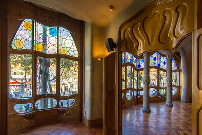 Casa Batlló: small side room adjacent to the front room. Note the unique doors