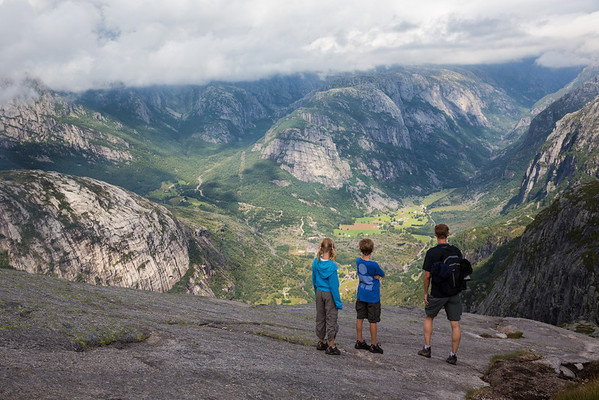 From hiking, driving, and taking ferries across the fjords, hiking is the best way to see Norway.
