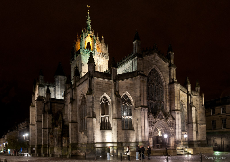 St Giles' at night