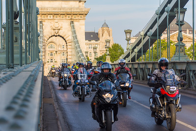 While we were crossing the bridge, a long line of motorcycles crossed the bridge, rode around the roundabout and crossed back over the bridge again, all with a police escort (maybe to escort them out of town).
