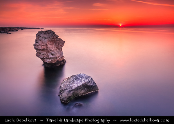 Eastern Europe - Bulgaria - България - East Bulgaria - Dobrich Province - Tuylenovo - Тюленово - Village & seaside resort on the north Bulgarian Black Sea Coast - Gorgeous rocky coast with unique caverns above and under water