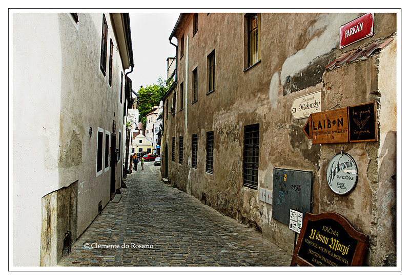 A narrow alley in the medieval town of Cesky Krumlov, Czech Republic