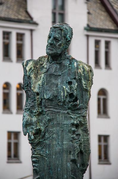 Harald Grytten statue, Ålesund