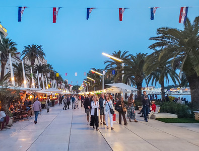 The Riva (promenade): restaurants and kiosks...and tourists...built by Napoleon two hundred years ago