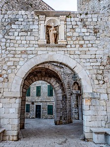 The East Gate to the Old City...uniquely void of tourists at this moment