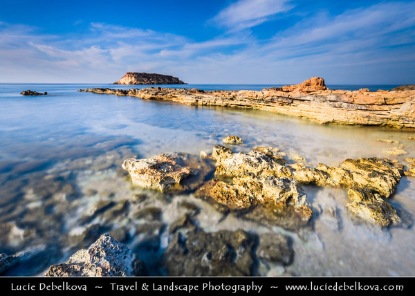 Europe - Cyprus - Κύπρος - Kýpros - Third largest island in Mediterranean Sea - West Coast - Region of Paphos - Πάφος - Pafos - Baf - Agios Georgios Pegeia Bay - Rocky beach with view towards Yeronissos Island - Yeronisos - Geronisos - Yeroniso Adası