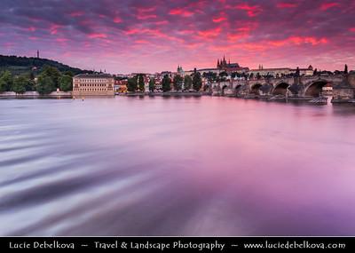 Europe - Czech Republic - Bohemia - Prague - Praha - Historical Centre - Prague Old Town - Staré Město Pražské - UNESCO World Heritage Site - Charles Bridge & Prague Castle from shore of Vltava river - Moldau