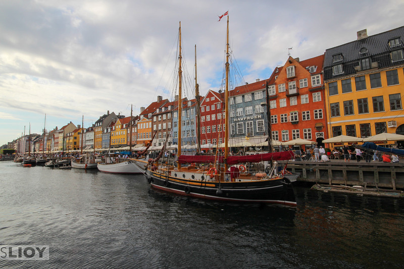 Nyhavn, Copenhagen's 'New Harbor', is a tourist favorite. As a photographer, the combination of colors and angles make it extremely appealing.