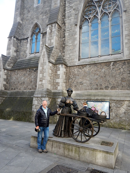 """Michael with """"Molly Malone"""" statue"""