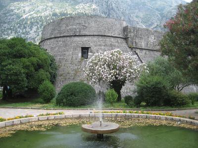 walls_fountain