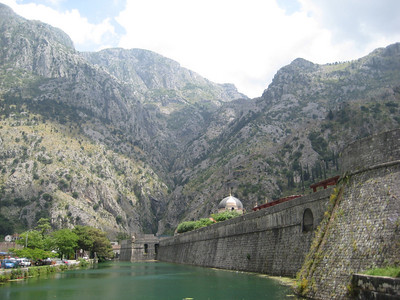 mountains_moat