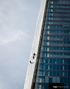 Glass cleaners on The Shard.