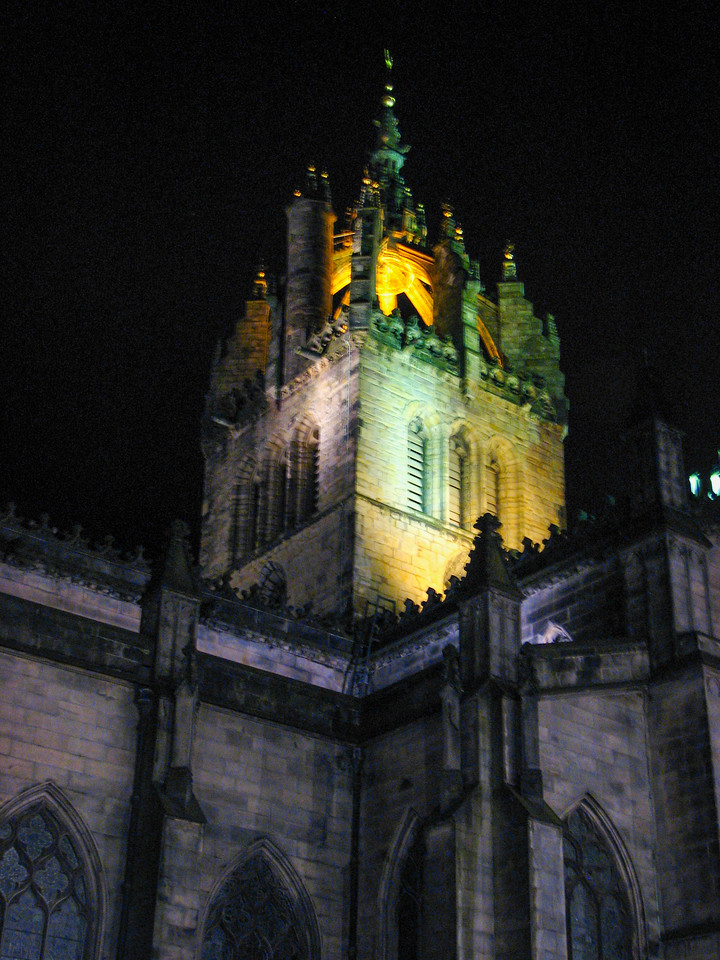 St. Gile's Cathedral at night