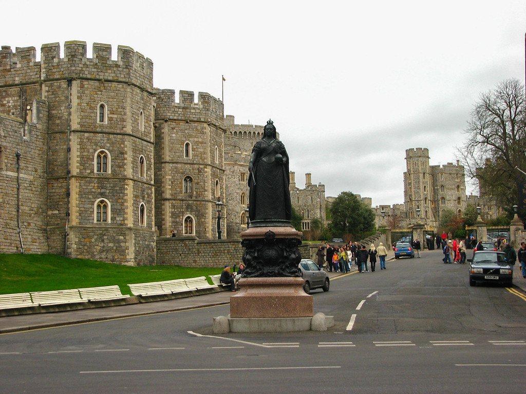 Queen Victoria statue and Windsor Castle