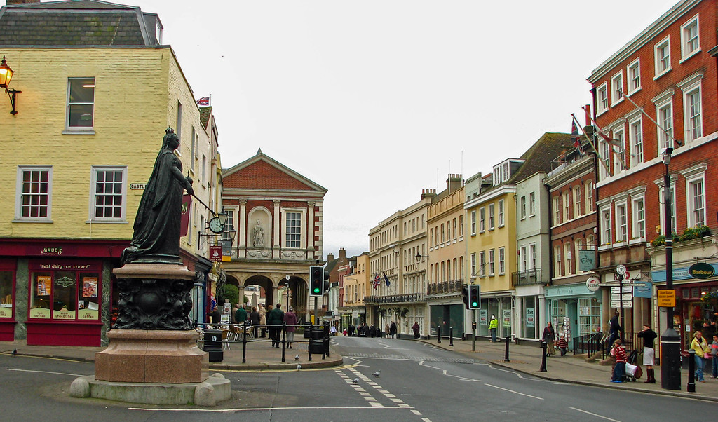 Queen Victoria statue in the center of Windsor