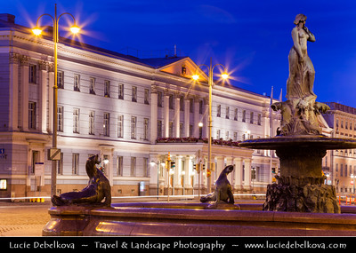 Finland - Helsinki - Helsingfors - Helsinki City Hall - Kaupungintalo & Sea Lion Fountain - Havis Amanda - the Mermaid statue 1908 by Ville Vallgren on the Market Square - Kauppatori - Salutorget - Central square in Helsinki & one of the most famous market places - Dusk - Blue Hour - Twilight