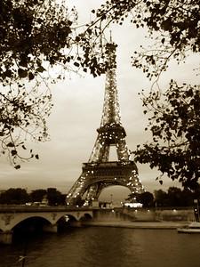 La Tour Eiffel , Paris France