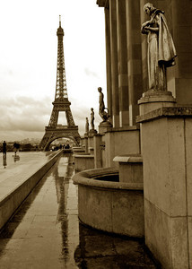 Eiffel Tower and reflection as see from the Trocadero