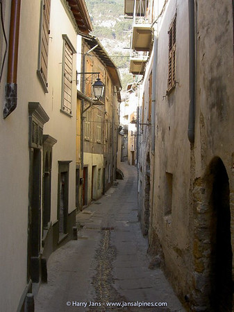 very narrow streets in Tende