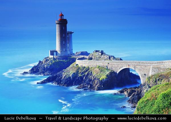Europe - France - Bretagne - Brittany - Plouzané - Phare du Petit Minou lighthouse in the roadstead of Brest standing in front of the Fort du Petit Minou -