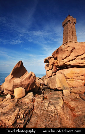 Europe - France - Bretagne - Brittany - Côte de Granit Rose - Pink Granite Coast - Stretch of coastline in the Côtes d'Armor - Unusually pink sands and rock formations, this type of pink rock can only be found in two other places in the world, Corsica and China - Phare de Ploumanac'h - Phare de Mean Ruz