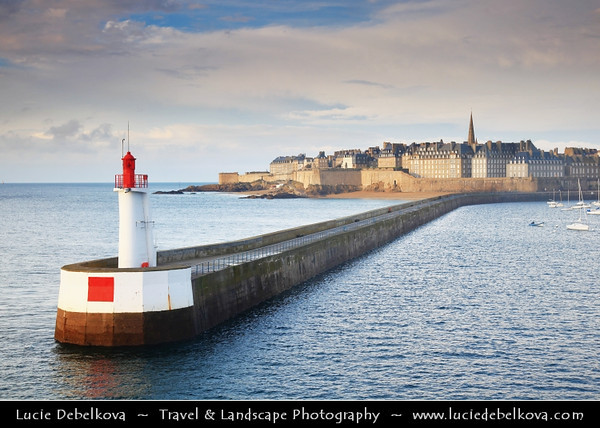 Europe - France - Bretagne - Brittany - Saint-Malo - Saent-Malô - Sant-Maloù - Walled port city in Brittany in northwestern France on the English Channel - Seaside resort & majortourist destination on Emerald Coast with many ancient and attractive buildings