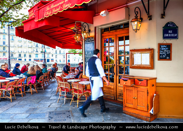 Europe - France - Paris - Capital City on Seine river - Ile Saint-Louis - Île St-Louis - One of two natural islands in Seine river connected to rest of Paris by four bridges to both banks of river - Traditional French Cafe - Coffeehouse - Coffee shop - Café