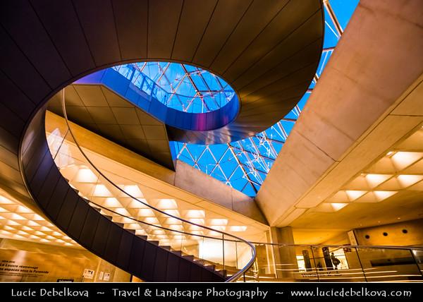 Europe - France - Paris - Capital City on Seine river - Musée du Louvre - Louvre Museum - Louvre Palace - Palais du Louvre - One of world's largest museums & most visited art museum in world - Central landmark of Paris - Famous Glass Pyramid