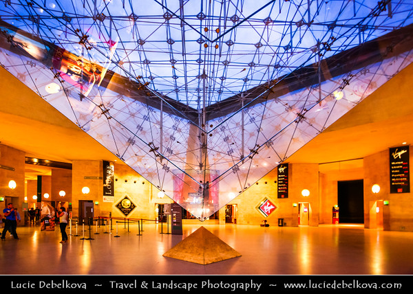 Europe - France - Paris - Capital City on Seine river - Musée du Louvre - Louvre Museum - Louvre Palace - Palais du Louvre - One of world's largest museums & most visited art museum in world - Central landmark of Paris - Pyramid