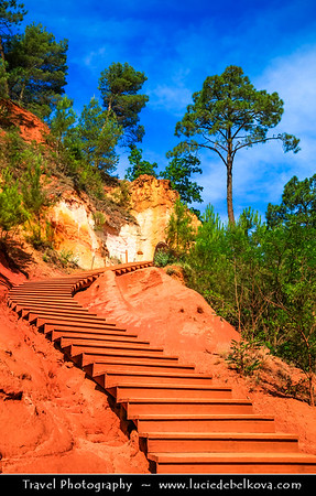Europe - France - Provence-Alpes-Côte d'Azur Region - Vaucluse - Parc Naturel Régional du Luberon - Roussillon - The ocre-red village famous for the rich deposits of ochre pigments found in the clay near the village - one of the Plus Beaux Villages de France