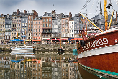 View of the Honfleur harbor.