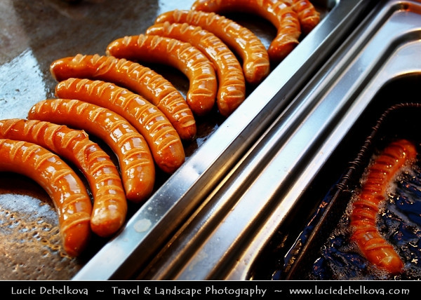 Germany - Berlin - Currywurst at Wittys - BIO Currywurst on Wittenbergplatz -  Currywurst - Popular take-away or street food in Berlin - Steamed, then fried pork sausage - Wurst - seasoned with curry ketchup, regularly consisting of ketchup or tomato paste blended with generous amounts of curry powder<br /> <br /> Camera Model: Canon EOS 5D Mark II; Lens: 17.00 - 40.00 mm; Focal length: 32.00 mm; Aperture: 4.0; Exposure time: 1/60 s; ISO: 100