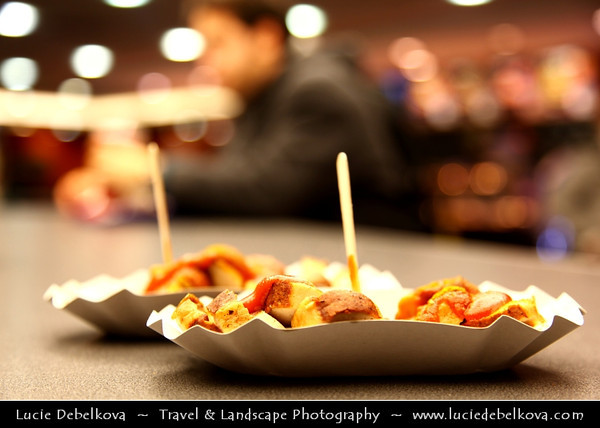 Europe - Germany – Deutschland - Berlin – Capital City - Currywurst - Popular take-away or street food in Berlin - Steamed, then fried pork sausage - Wurst - seasoned with curry ketchup, regularly consisting of ketchup or tomato paste blended with generous amounts of curry powder<br /> <br /> Camera Model: Canon EOS 5D Mark II; Lens: 24.00 - 105.00 mm; Focal length: 60.00 mm; Aperture: 4.0; Exposure time: 1/50 s; ISO: 250