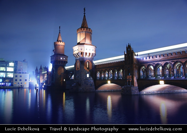 Europe - Germany – Deutschland - Berlin – Capital City - Oberbaum Bridge – Oberbaumbrücke – Double-deck bridge crossing Berlin's River Spree – One of the city landmarks at Dusk – Twilight – Blue Hour<br /> <br /> Camera Model: Canon EOS 5D Mark II; Lens: 24.00 - 105.00 mm; Focal length: 35.00 mm; Aperture: 5.6; Exposure time: 32.0 s; ISO: 100