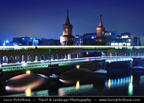 Europe - Germany – Deutschland - Berlin – Capital City - Oberbaum Bridge – Oberbaumbrücke – Double-deck bridge crossing Berlin's River Spree – One of the city landmarks at Dusk – Twilight – Blue Hour<br /> <br /> Camera Model: Canon EOS 5D Mark II; Lens: 24.00 - 105.00 mm; Focal length: 35.00 mm; Aperture: 8.0; Exposure time: 32.0 s; ISO: 200