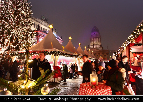 Germany - Berlin - Capital City - Gendarmenmarkt square - Site of the Konzerthaus and the French and German Cathedrals - Christmas market - Christkindlmarkt - Christkindlesmarkt - Christkindlmarket - Weihnachtsmarkt at Night<br /> <br /> Camera Model: Canon EOS 5D Mark II; Lens: 17.00 - 40.00 mm; Focal length: 17.00 mm; Aperture: 4.0; Exposure time: 1/25 s; ISO: 3200