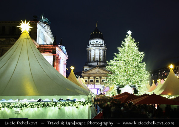 Europe - Germany – Deutschland - Berlin – Capital City - Gendarmenmarkt square - Site of the Konzerthaus and the French and German Cathedrals - Traditional Christmas Markets<br /> <br /> Camera Model: Canon EOS 5D Mark II; Lens: 24.00 - 105.00 mm; Focal length: 35.00 mm; Aperture: 14; Exposure time: 32.0 s; ISO: 100
