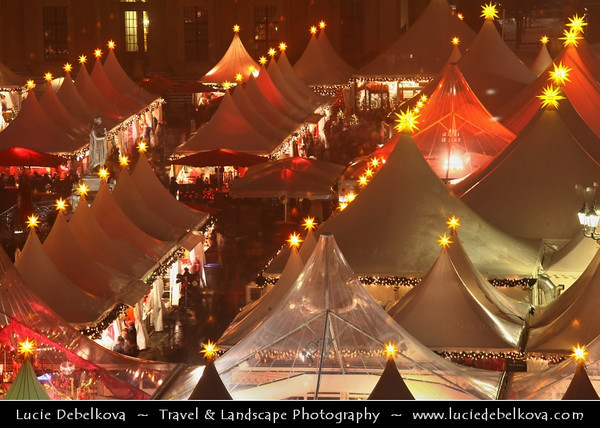 Germany - Berlin - Capital City - Gendarmenmarkt square - Site of the Konzerthaus and the French and German Cathedrals - Christmas market - Christkindlmarkt - Christkindlesmarkt - Christkindlmarket - Weihnachtsmarkt at Night<br /> <br /> Camera Model: Canon EOS 5D Mark II; Lens: 70.00 - 200.00 mm; Focal length: 200.00 mm; Aperture: 14; Exposure time: 15.0 s; ISO: 100