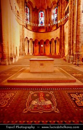 Germany - North Rhine-Westphalia - Cologne - Köln - Cologne Cathedral - Groß St. Martin Church
