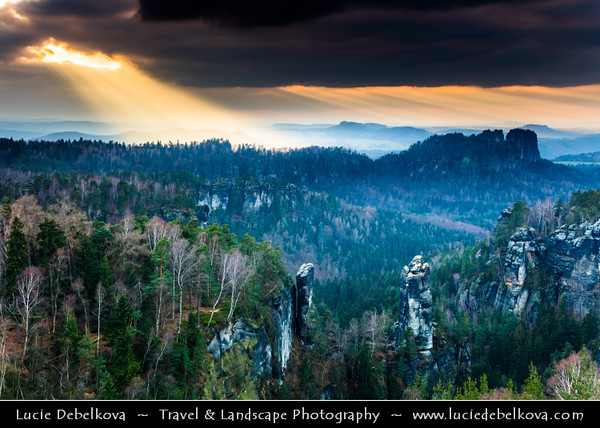 Europe - Germany - Deutschland - Saxony - Sachsen - Saxon Switzerland National Park - Sächsische Schweiz - Hilly climbing area around the Elbe valley - Elbe/Labe Sandstone Mountains - Bizarre & intriguing landscape with huge, smooth rocks & deep, narrow valleys & gorges - View from Carolafelsen